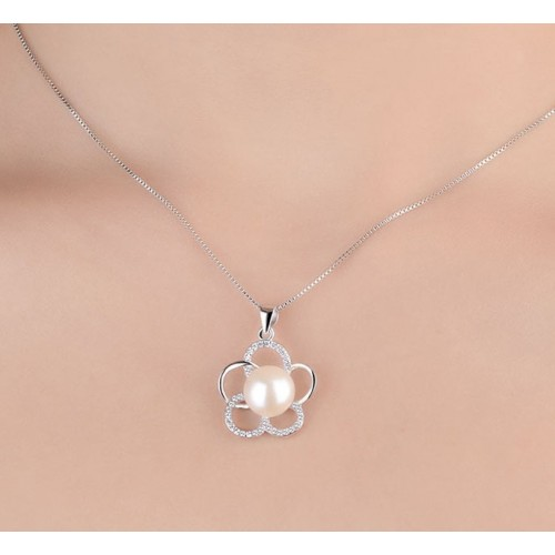 Beautiful  Flower with Pearl Sterling Silver Necklace Perfect Gift For Lady